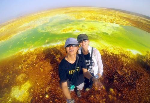 拉着小手游世界 小夫妻融300万用短视频写博客 旅途百态百集平均播放40万