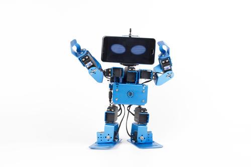 获中美创客赛第六 他教熊孩子DIY机器人打情骂俏 两月销售60万元