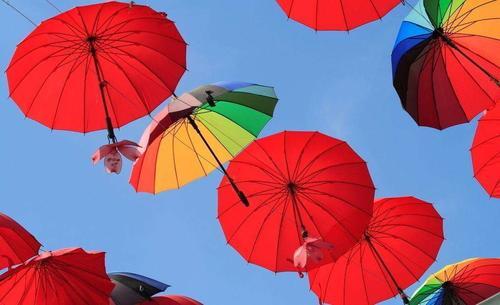 创业失败三次他做共享雨伞 100把铺设上海不知去向 拟估值1亿