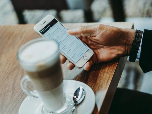 软银投他的支付工具 7.5万用户碰碰手机付款 650家早餐店碰出500万流水