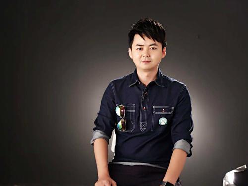 羽泉为他找来音乐名师 30万学员盯直播大屏跟学哆来咪