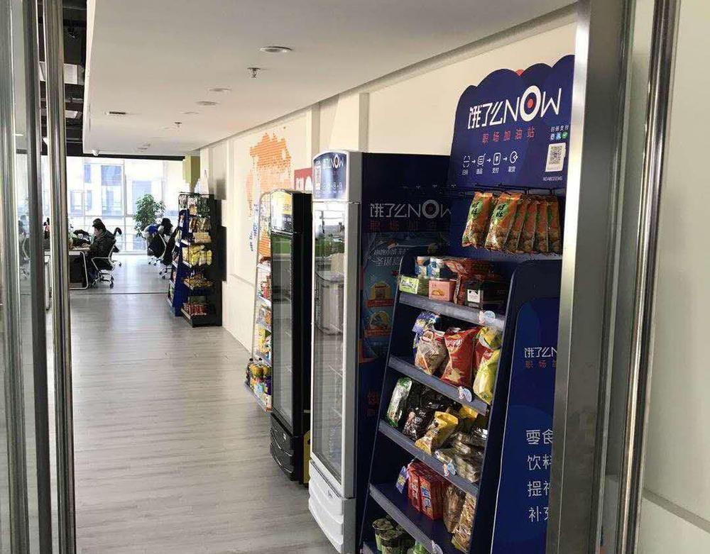 在济南,经常会看到3、4个品牌的货架摆在同一个办公室里。