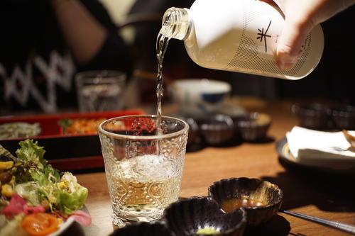 首发 | 她酿6°清冽米酒获英诺领投300万 打入2千餐厅微醺百万喉咙