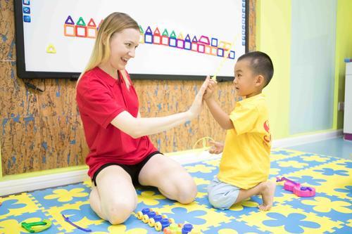 她抓娃娃们的英语培训 3年开21家分校 9个月营收7000万
