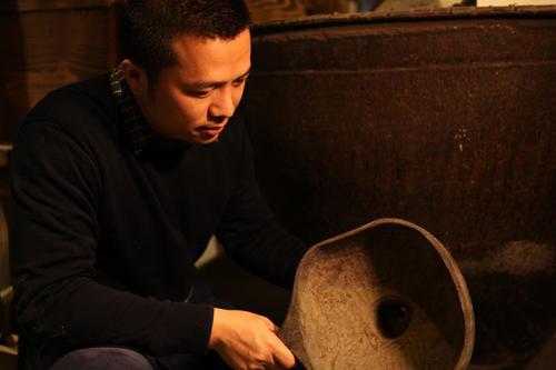 他把黄芪丹参融入一壶米酒 建恒温车间控酒发酵时长 已产2种口味