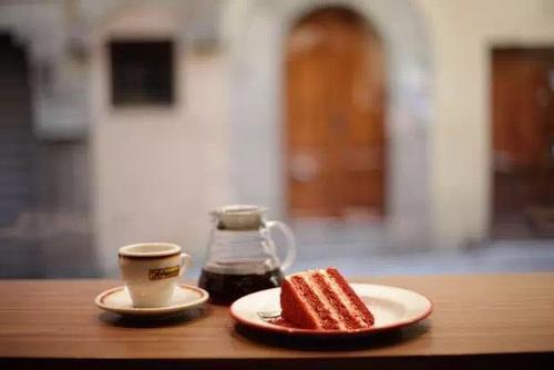 半年卖10万杯的无人咖啡机  选印尼巴西20国咖啡豆烘焙 已铺200网点