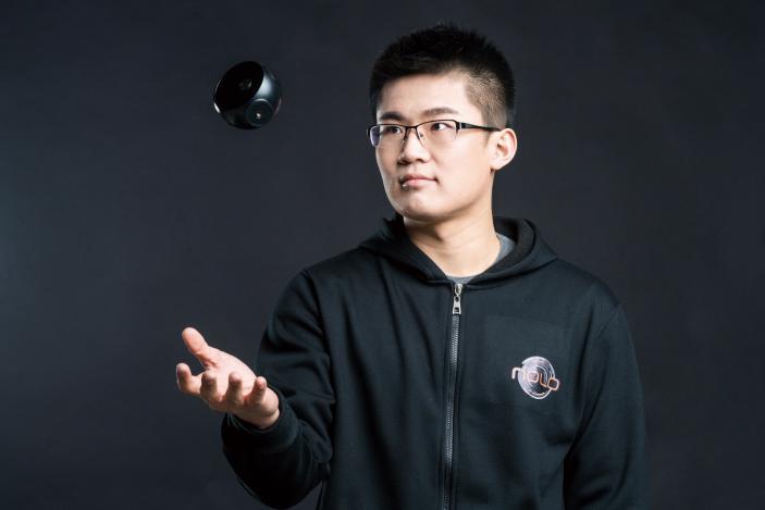 17岁上大学之后,张道宁再没有向家里拿过一分钱。他说本科和研究生时期的创业经历培养了他的商贾情结。