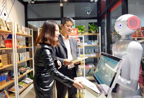 她家无人便利店却有看门人 AI机械姬语音指导用户结账 服务100多家企业