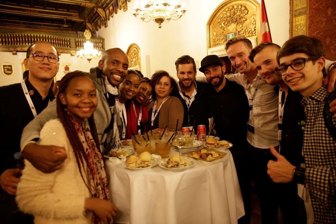 """赛后晚宴,在百年历史的市政宴会厅举办;创意""""世界杯"""",不止是竞赛,更是友谊的桥梁"""