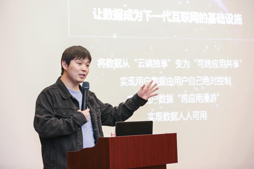 刘松呼吁区块链投资们在非理性狂热期过后多做理性的价值投资,多去了解项目本身的商业逻辑和商业价值