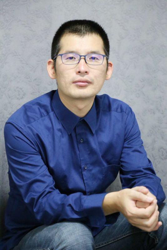 """""""深清""""联合创始人张华林负责产品推广,毕业于清华大学化学系。"""