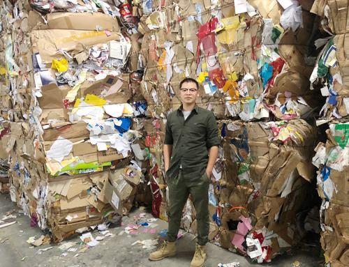 """靠""""收垃圾""""获千万级融资 他用能源车在小区有偿回收废品 日收80吨"""
