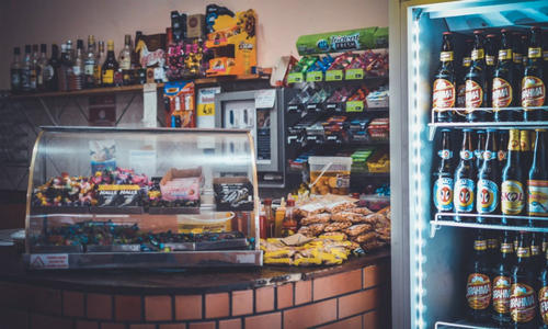 他在武汉铺11台无人餐柜 盒饭沙拉饮料它全有 月销售额11万