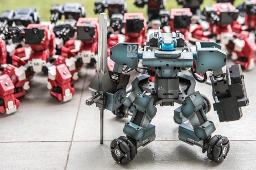 """拿下1亿融资 他研发的格斗机器人App操控对战 可组局线下版""""王者荣耀"""""""