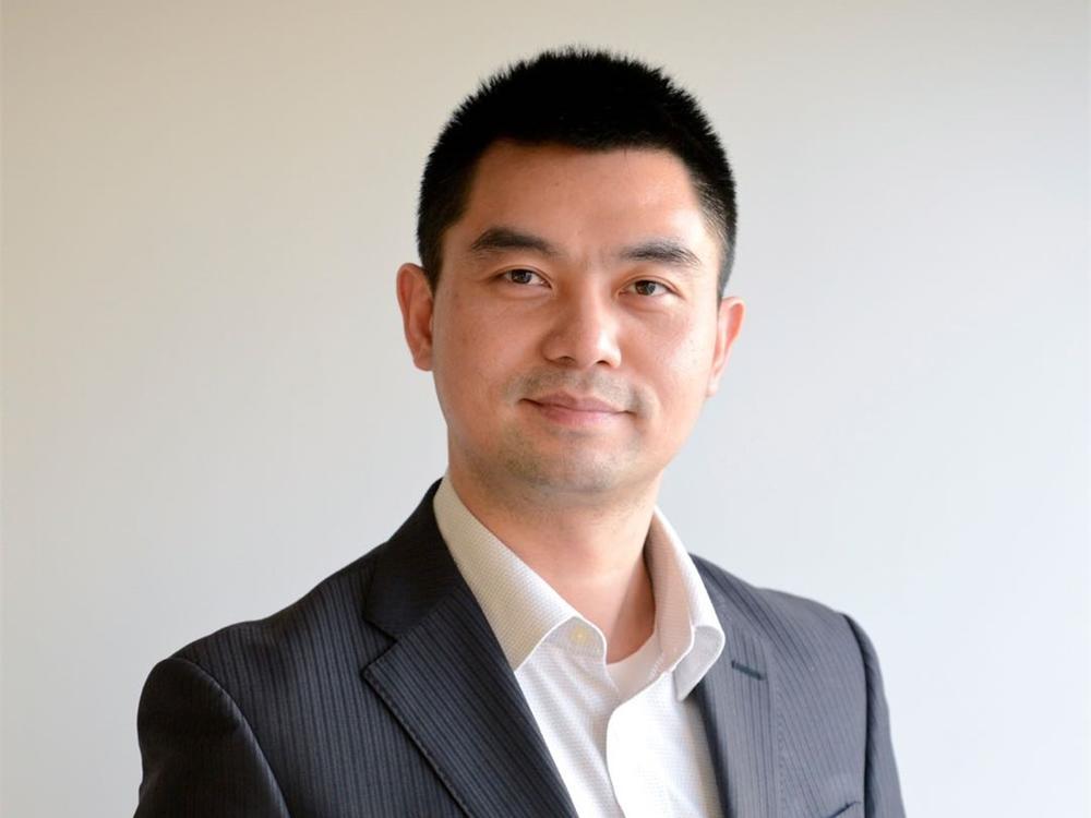 何书勉是日本京都大学信息学博士,在日本生活超过20年。