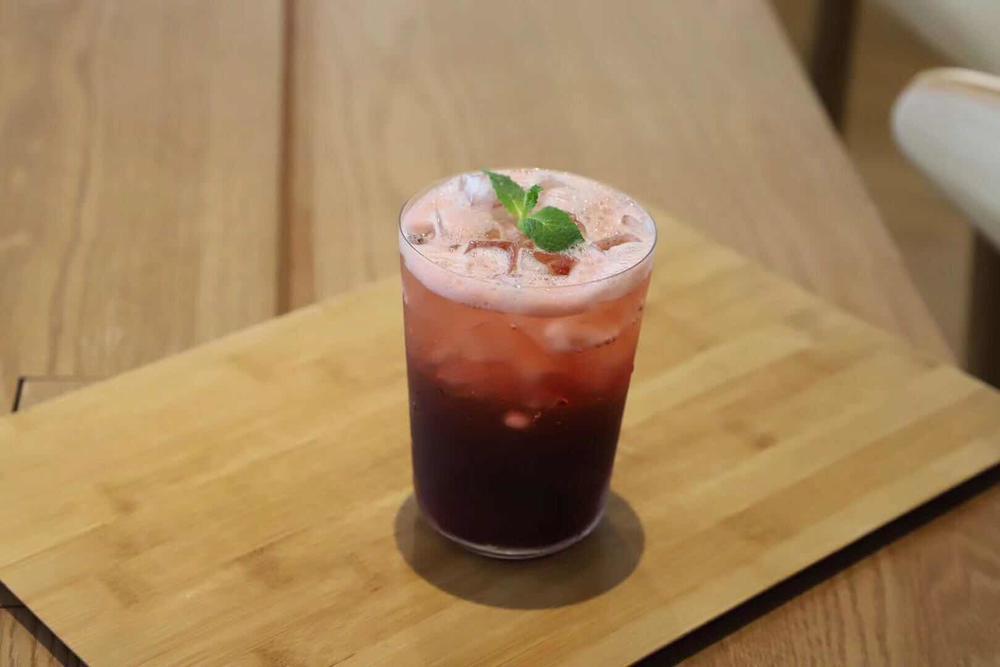 极具美感的冰摇莓果茶