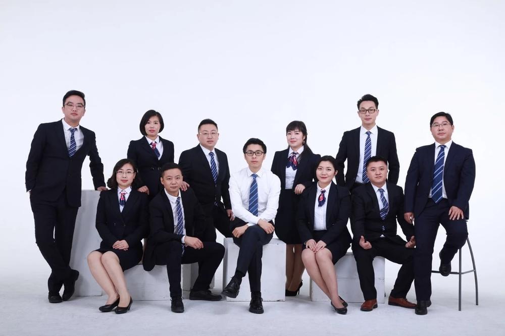 再出发创始人吴庆辉(中)从事头发健康管理行业已有18年。