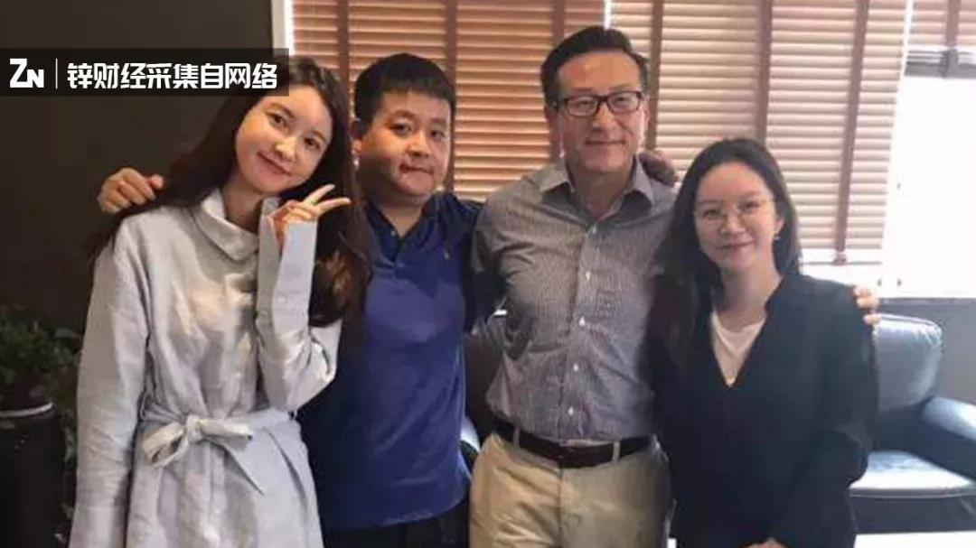 从左至右:张大奕、冯敏、蔡崇信、莉贝琳