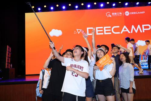 """2019DeeCamp完美收官:600名能""""解决真实世界问题""""的AI大学生结业"""