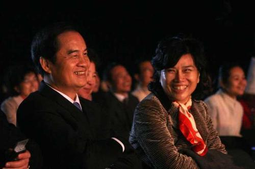 朱江洪(左)和董明珠(右)