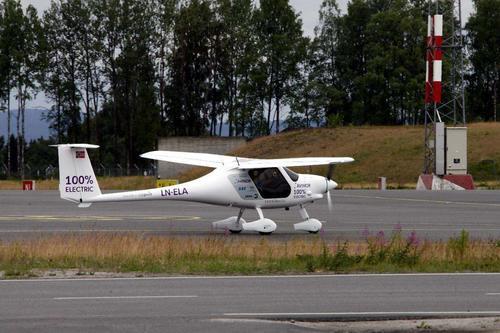 挪威首架电动飞机坠湖:原因不明 人员平安 原计划2025年商业化