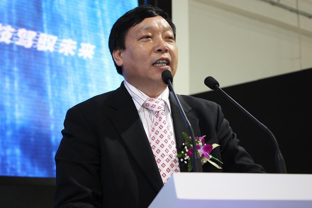 """这名61岁的老赖""""青年""""在公司破产后表示,目前仍在专注于""""水氢技术""""。"""