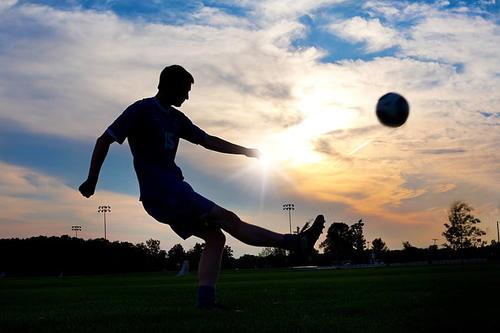 国务院:促进全民健身和体育消费 推动体育产业高质量发展
