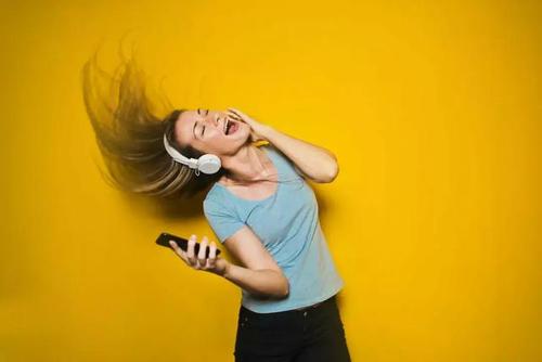 泛音乐必需的两块拼图:视频和社交