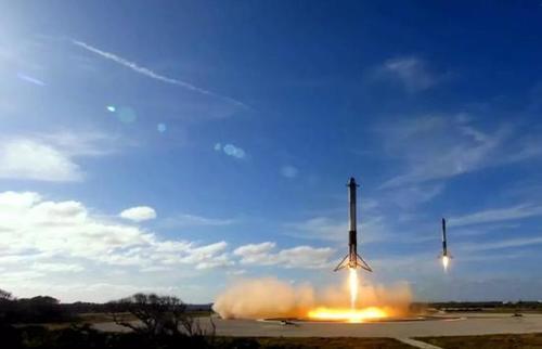 热点   SpaceX向FCC申请互联网卫星通信许可