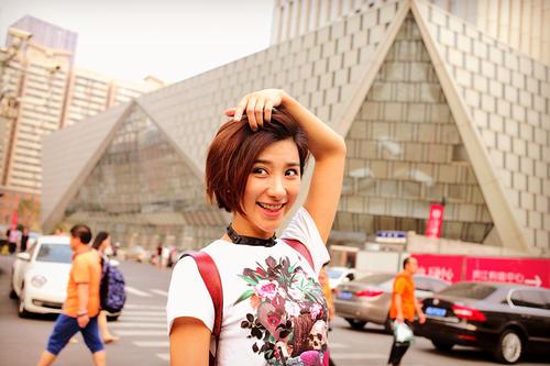女一号做2.5次元网大 携中国超人登纽约时代广场 90万人付费看